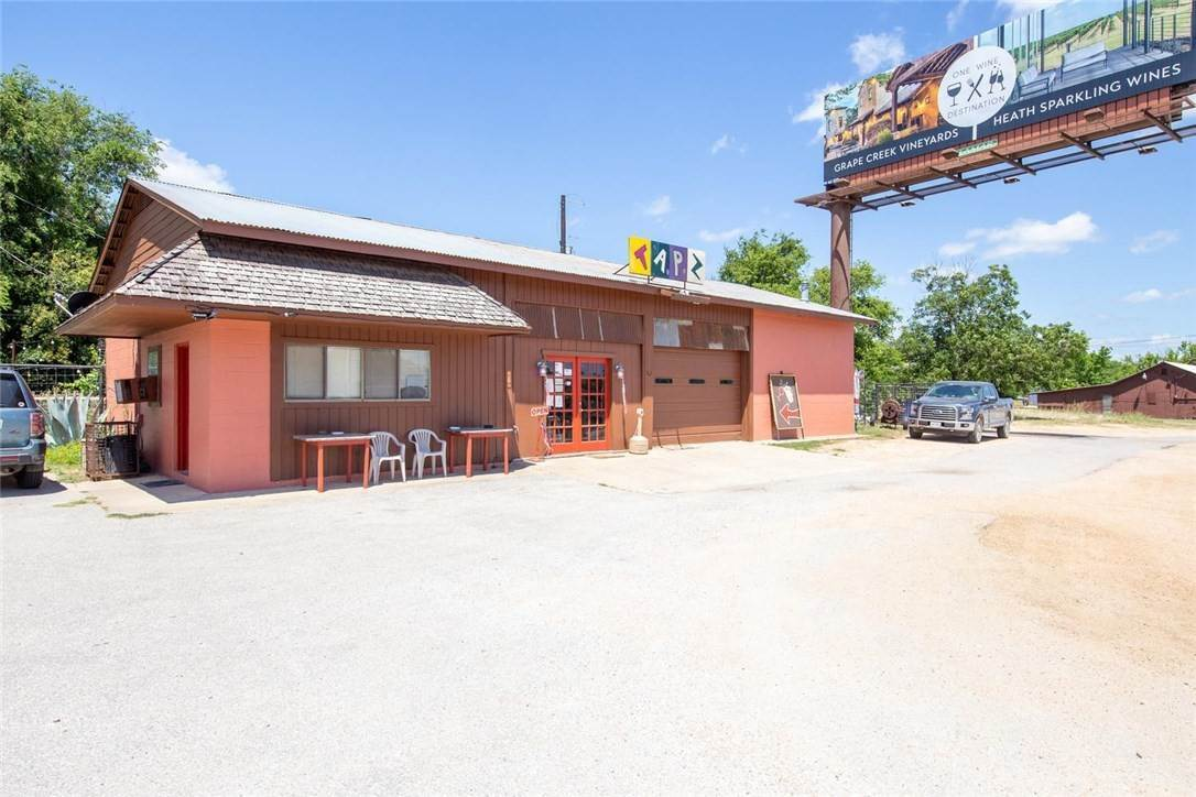 Retail for Sale at 105 N US Highway 281 Johnson City, Texas 78636 United States