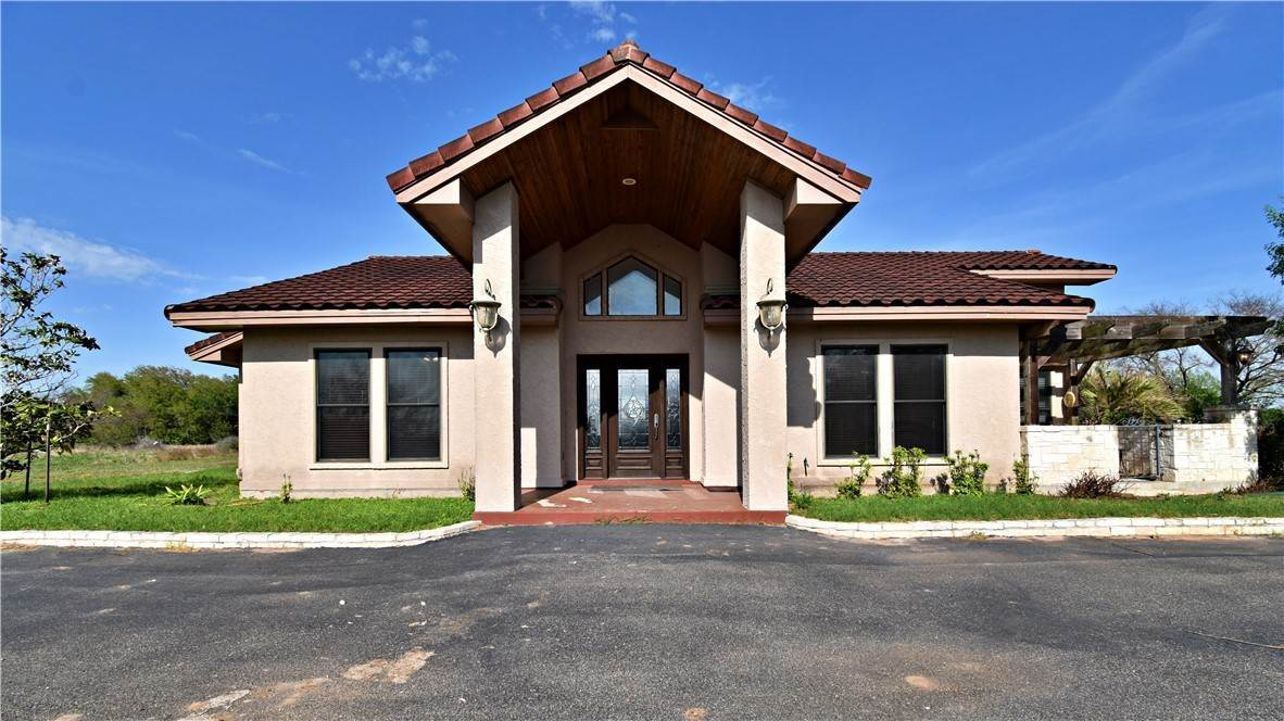Single Family Homes por un Venta en 5816 FM 673 Beeville, Texas 78102 Estados Unidos