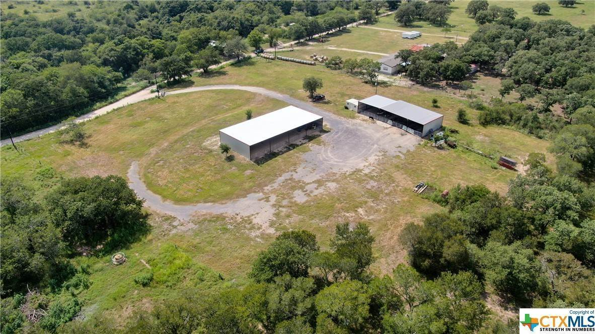 Single Family Homes por un Venta en 695 County Rd 488 Gonzales, Texas 78629 Estados Unidos