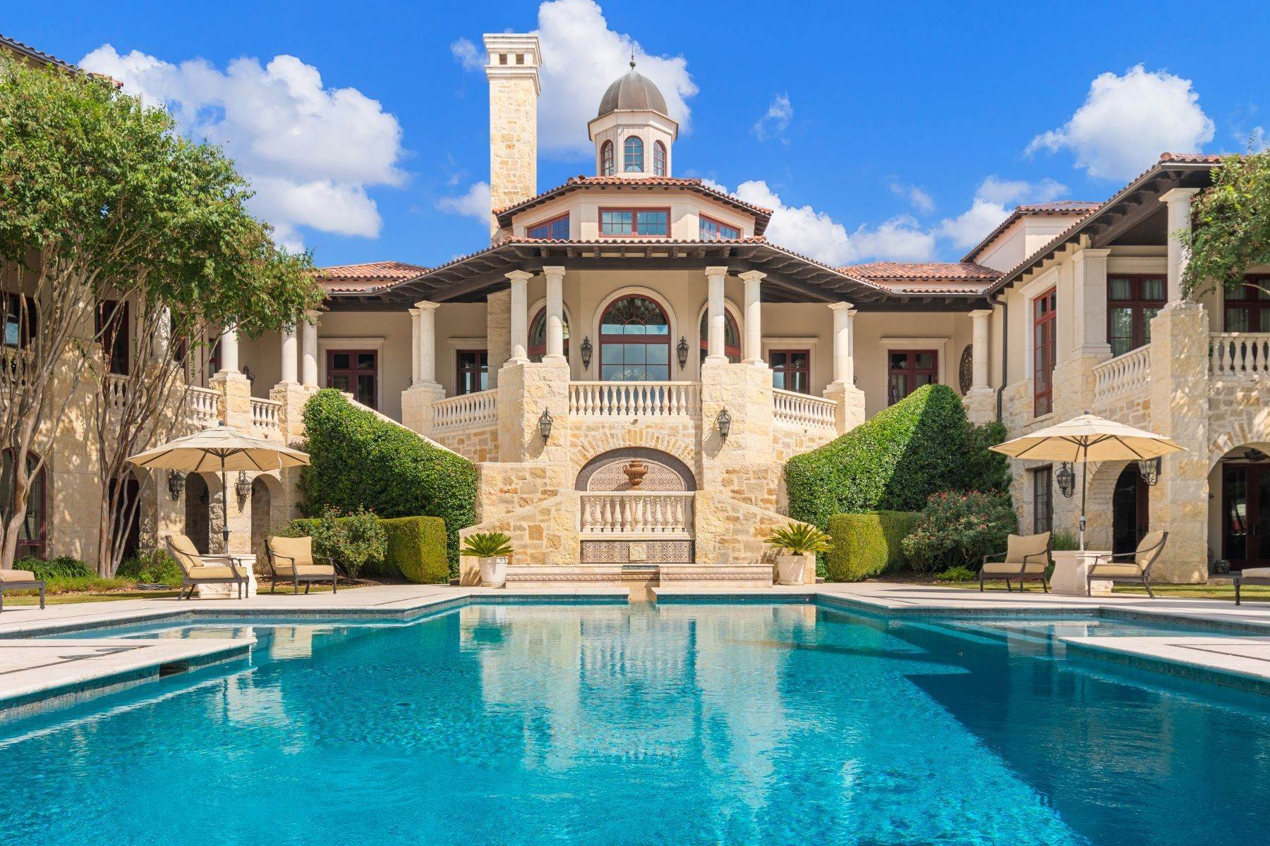 Single Family Homes por un Venta en Palatial Italian Villa in The Dominion 14 Crescent Park San Antonio, Texas 78257 Estados Unidos