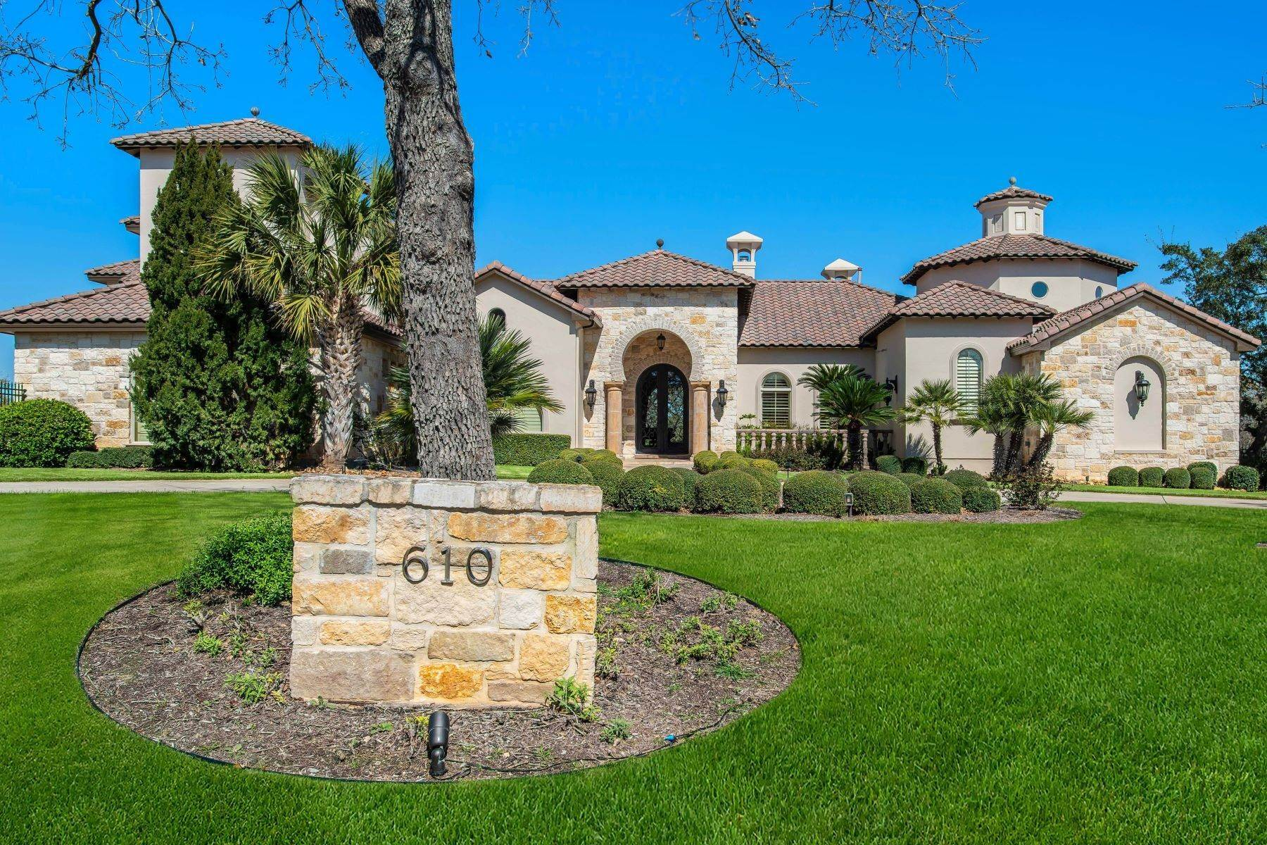 Single Family Homes for Sale at 610 Bentley Manor, Shavano Park, TX 78249 610 Bentley Manor Shavano Park, Texas 78249 United States