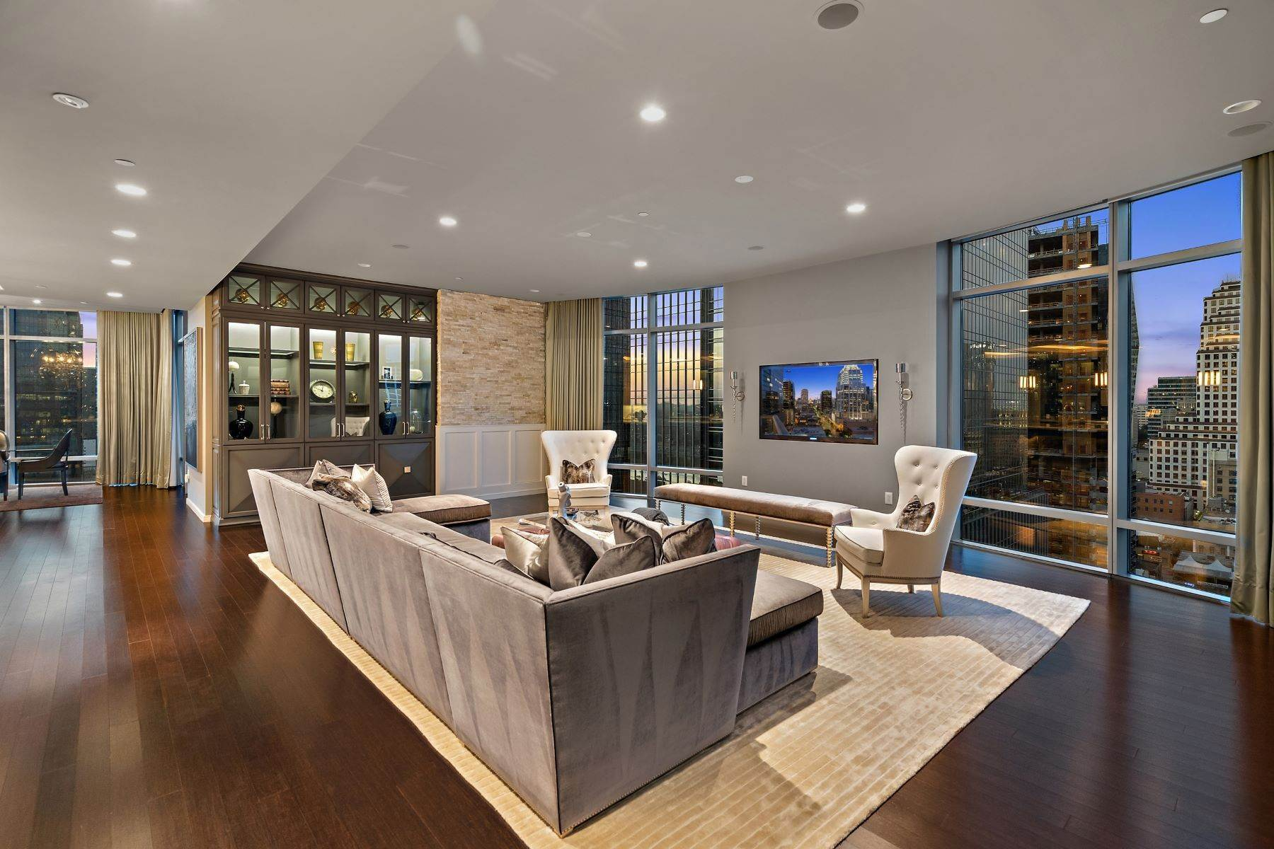 Property for Sale at Open Concept Floor Plan with 300 Degree Views 200 Congress Ave Unit 19DE Austin, Texas 78701 United States