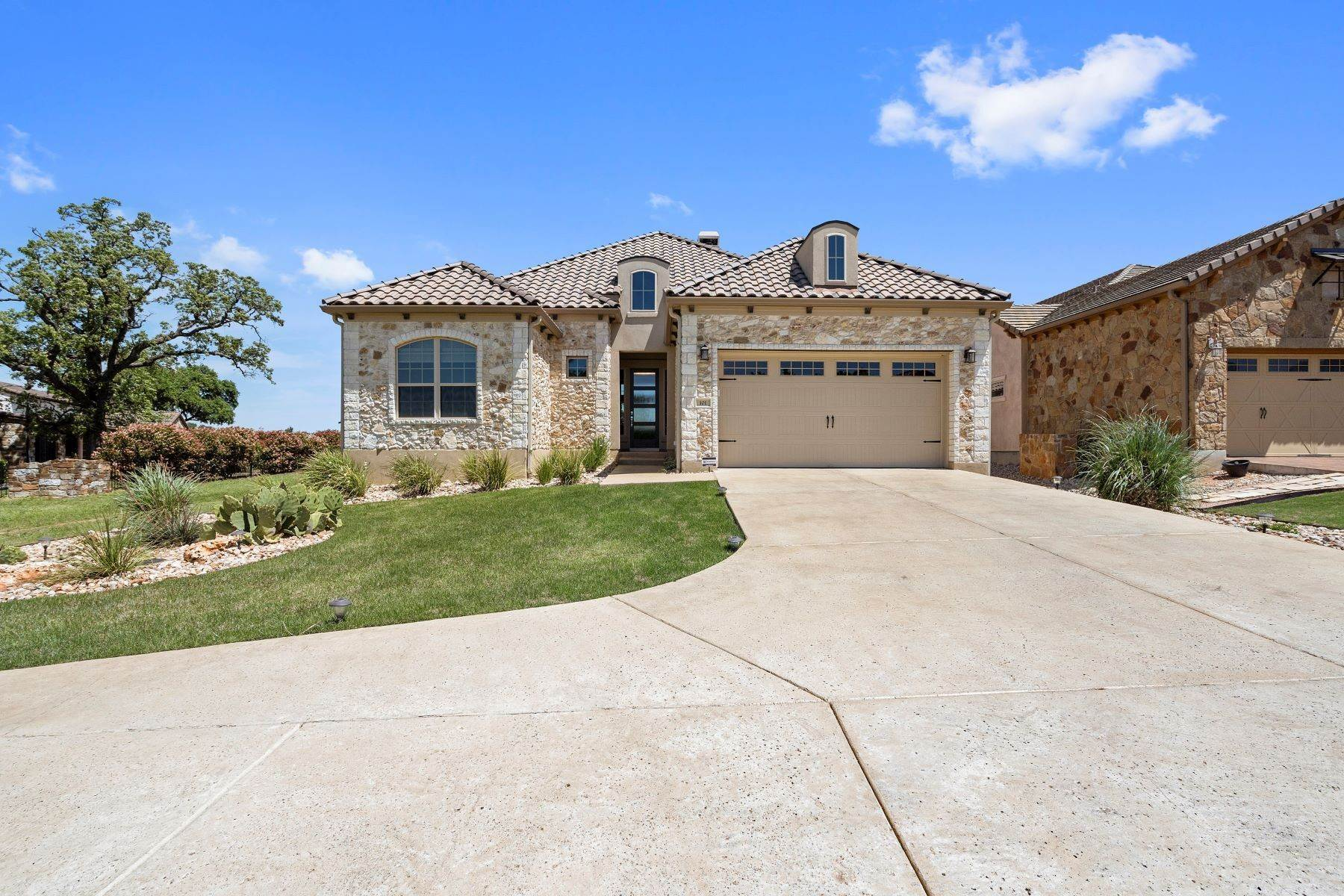 Single Family Homes por un Venta en 101 Grand Oaks Lane, Georgetown, TX 78628 101 Grand Oaks Lane Georgetown, Texas 78628 Estados Unidos